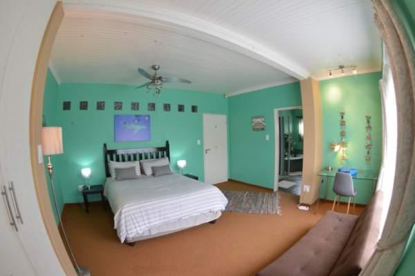 Diver Villa Green Room