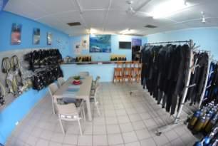 sharkdiving-proteabanks-afridive-shop-divervilla-basecamp-024